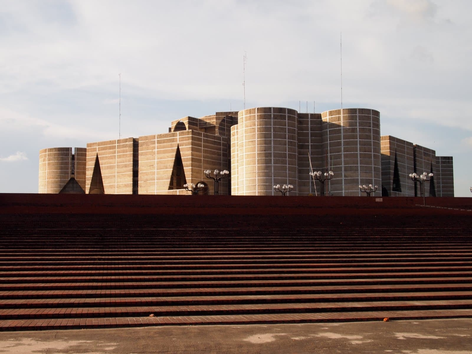 National assembly building dhaka by louis kahn tulsi crafts for Louis kahn bangladesh