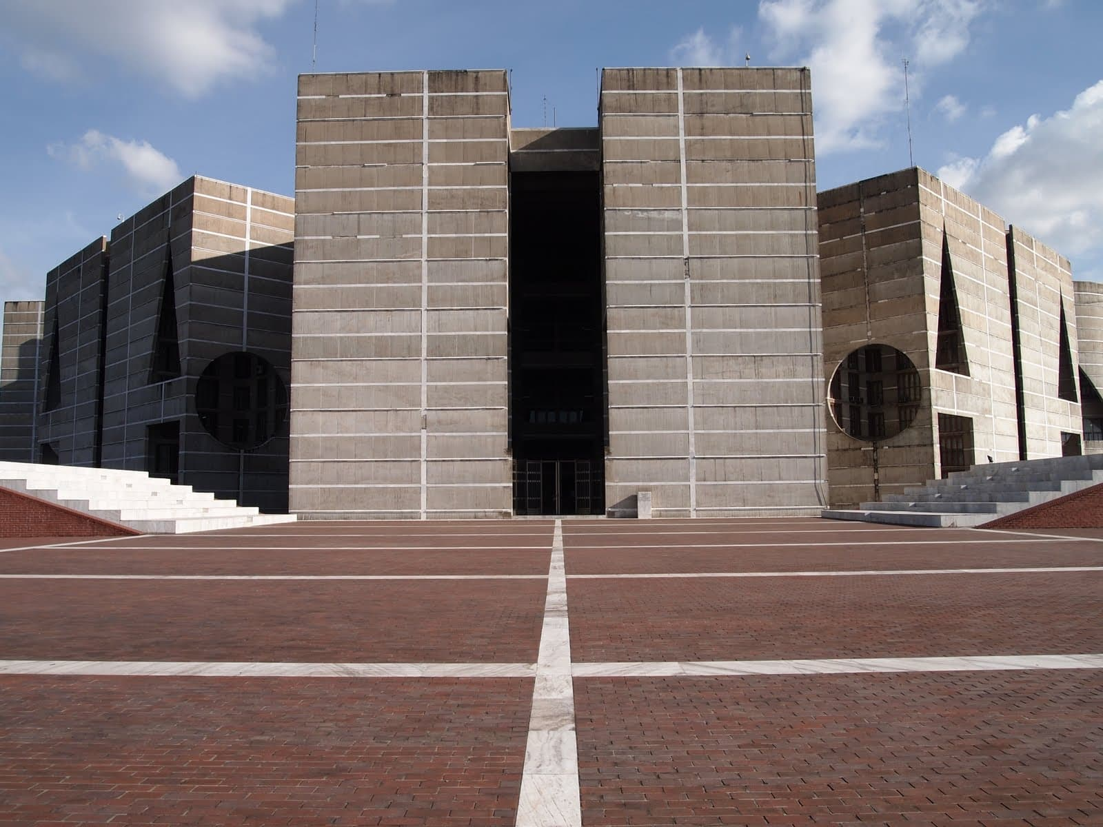 kahn architecture national assembly building dhaka by louis kahn tulsi crafts