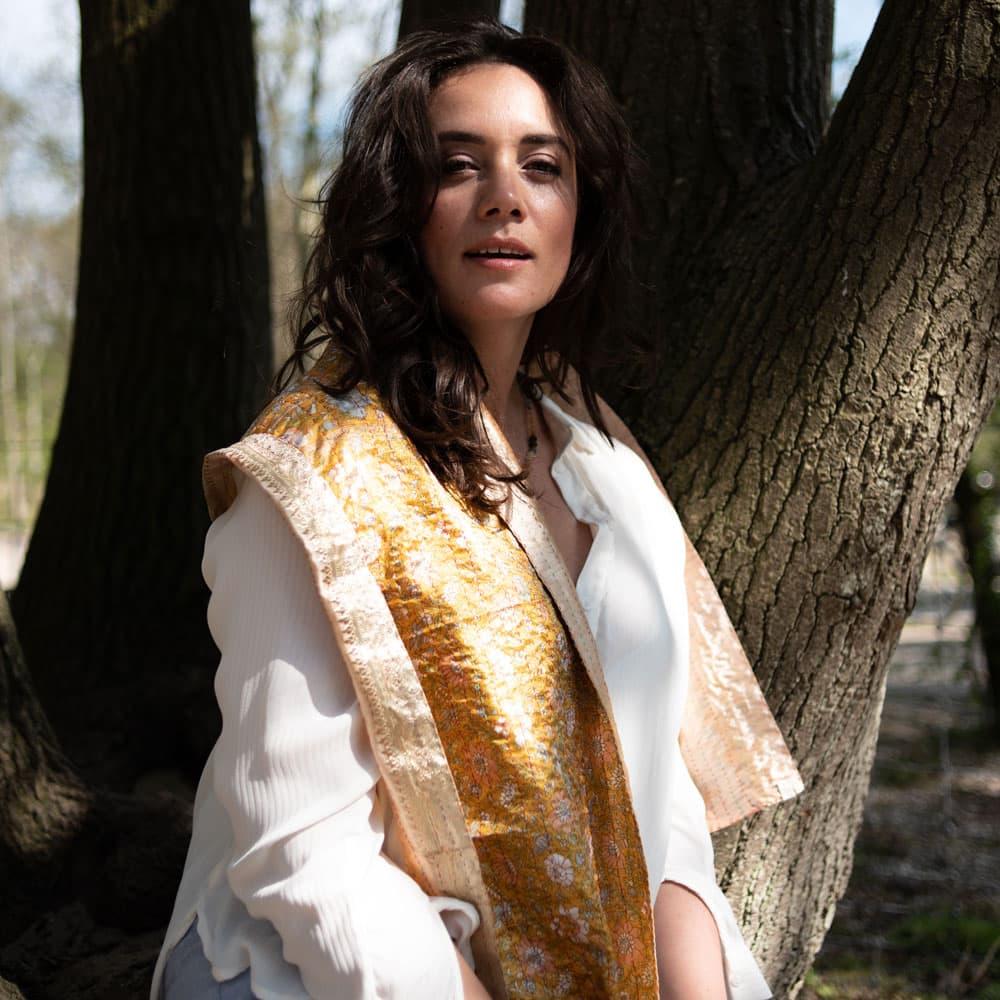 plussize model eerlijke sjaal makha